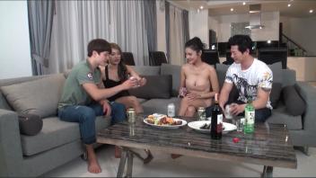 แลกลิ้น เสียบสดหี เย็ดไทย18+ เย็ดหีไทย เย็ดสาวไทย เย็ดบนโซฟา เบิร์นหี
