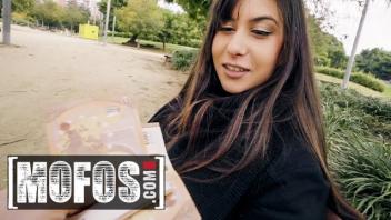เย็ดแลกเงิน เย็ดหีฝรั่ง เย็ดสาวโรมาเนีย เย็ดประตูหลัง เย็ดข้างทาง หนังโป๊ฝรั่งดูฟรี หนังxยุโรป